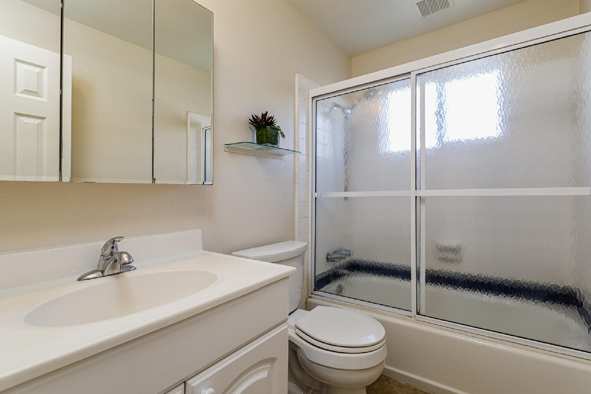 http://www.addressrealestate.com/media/images/blogs/38/2/b_10-1408-ocean-dr-oxnard-ca-93035-mls-size-018-30-bathroom-1-1500x1000-72dpi.jpg