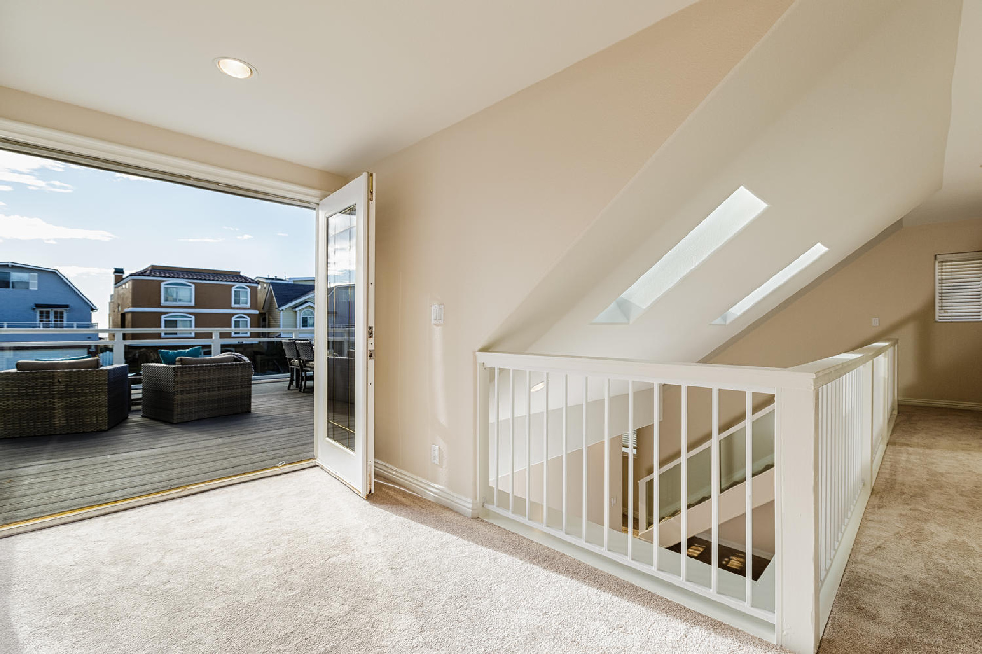http://www.addressrealestate.com/media/images/blogs/38/2/b_15-1408-ocean-dr-oxnard-ca-93035-mls-size-009-8-upstairs-to-balcony-1500x1000-72dpi.jpg