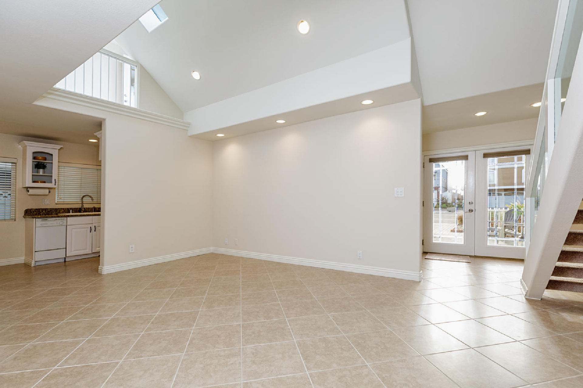 https://www.addressrealestate.com/media/images/blogs/38/2/b_3-1408-ocean-dr-oxnard-ca-93035-mls-size-004-6-living-area-to-kitchen-1500x1000-72dpi.jpg