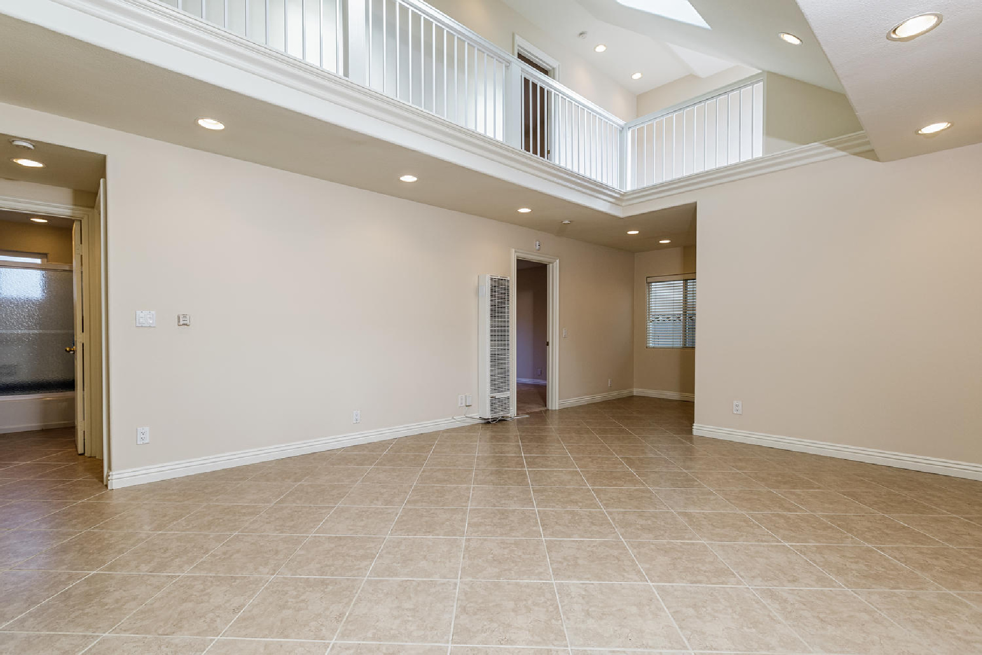 http://www.addressrealestate.com/media/images/blogs/38/2/b_4-1408-ocean-dr-oxnard-ca-93035-mls-size-002-10-living-area-1500x1000-72dpi.jpg