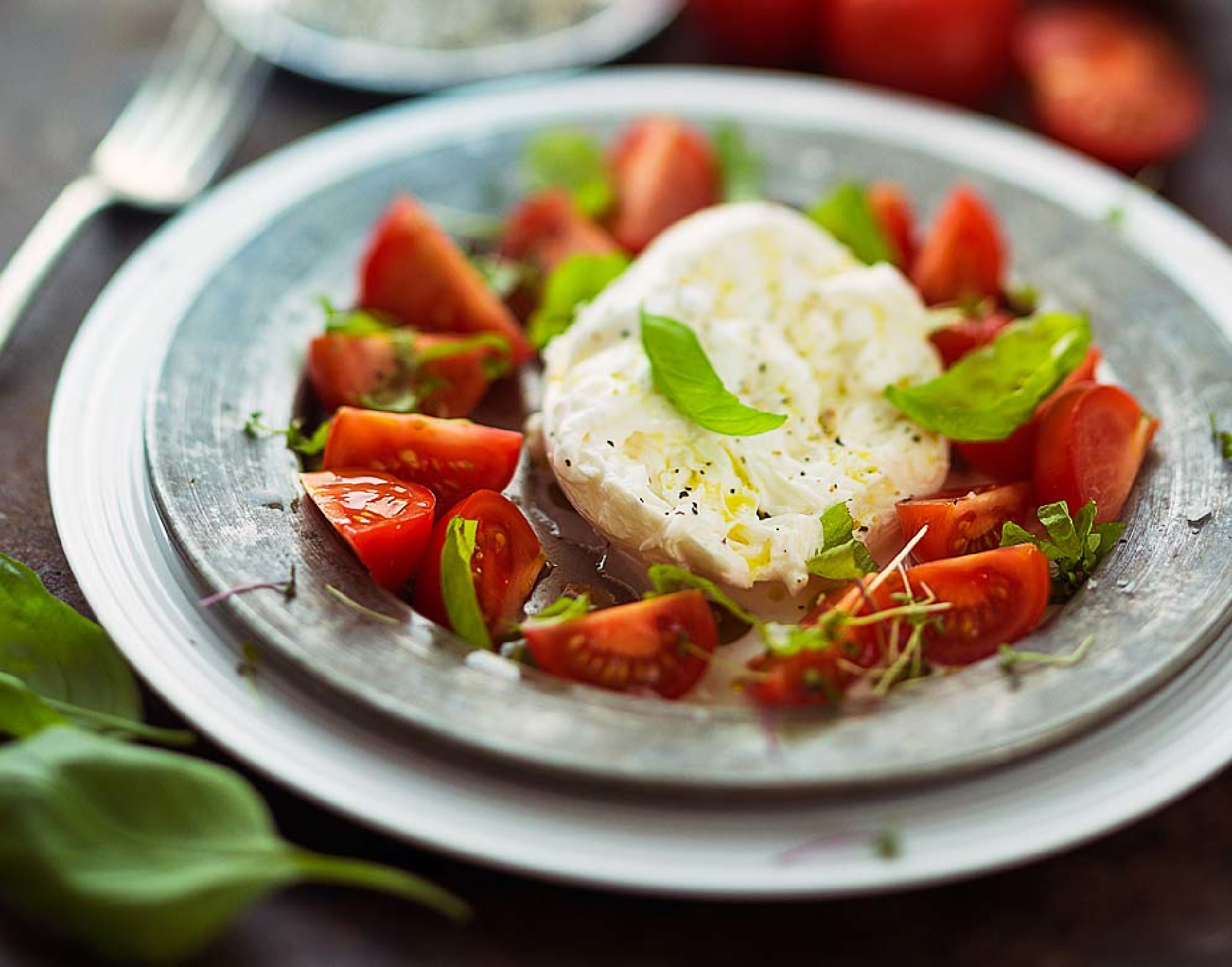 https://www.addressrealestate.com/media/images/blogs/80/2/b_heirloom-tomato-watermelon-and-burrata-salad-with-shiso.jpg