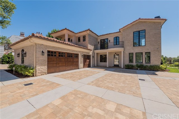 11426 Awenita Court, Chatsworth CA: