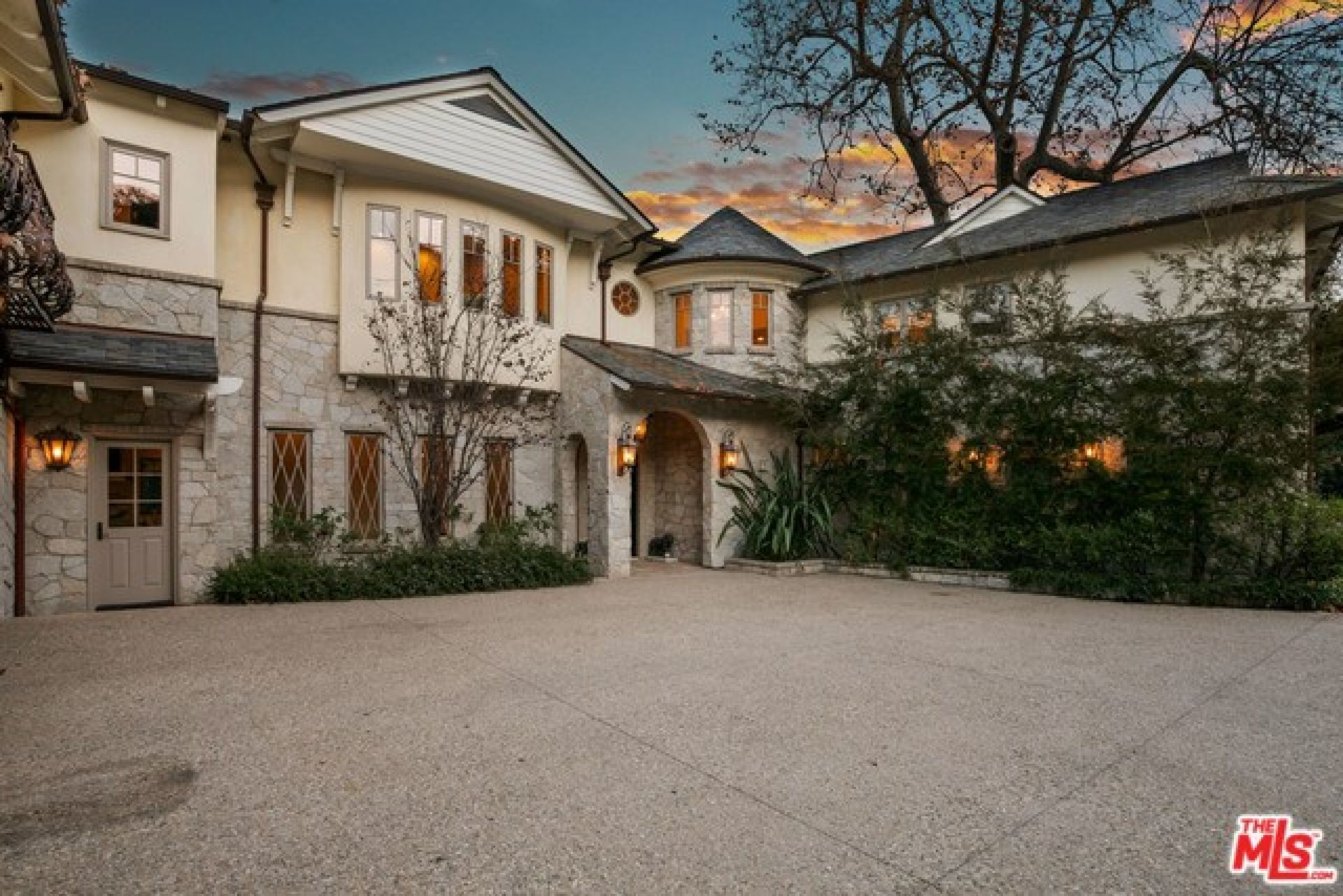 1900 MANDEVILLE CANYON Road, Los Angeles CA: