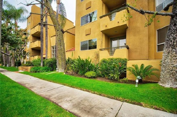 12841 Bloomfield Street, Studio City CA: