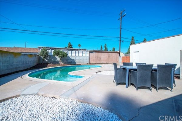 9217 S 8th Avenue, Inglewood CA: